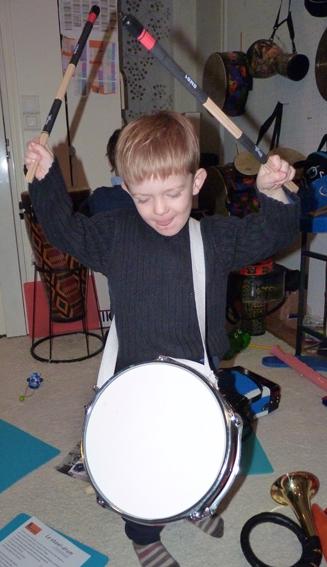 Dessin tambour, coloriage tambour, eveil musical du Tout Petit  ~ Instrument De Musique Caisse En Bois