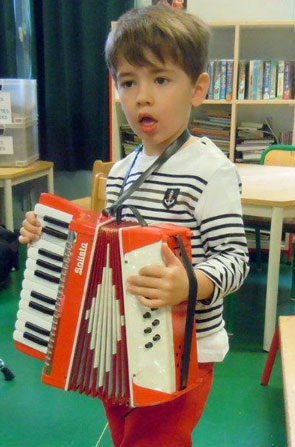 enfant accordeon