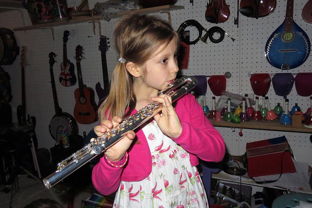 La flute traversi re coloriage musique de flute traversiere - Dessin de flute ...