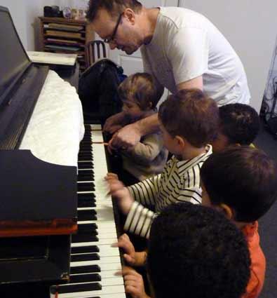 l 39 eveil musical activit pour enfants conseils aux. Black Bedroom Furniture Sets. Home Design Ideas